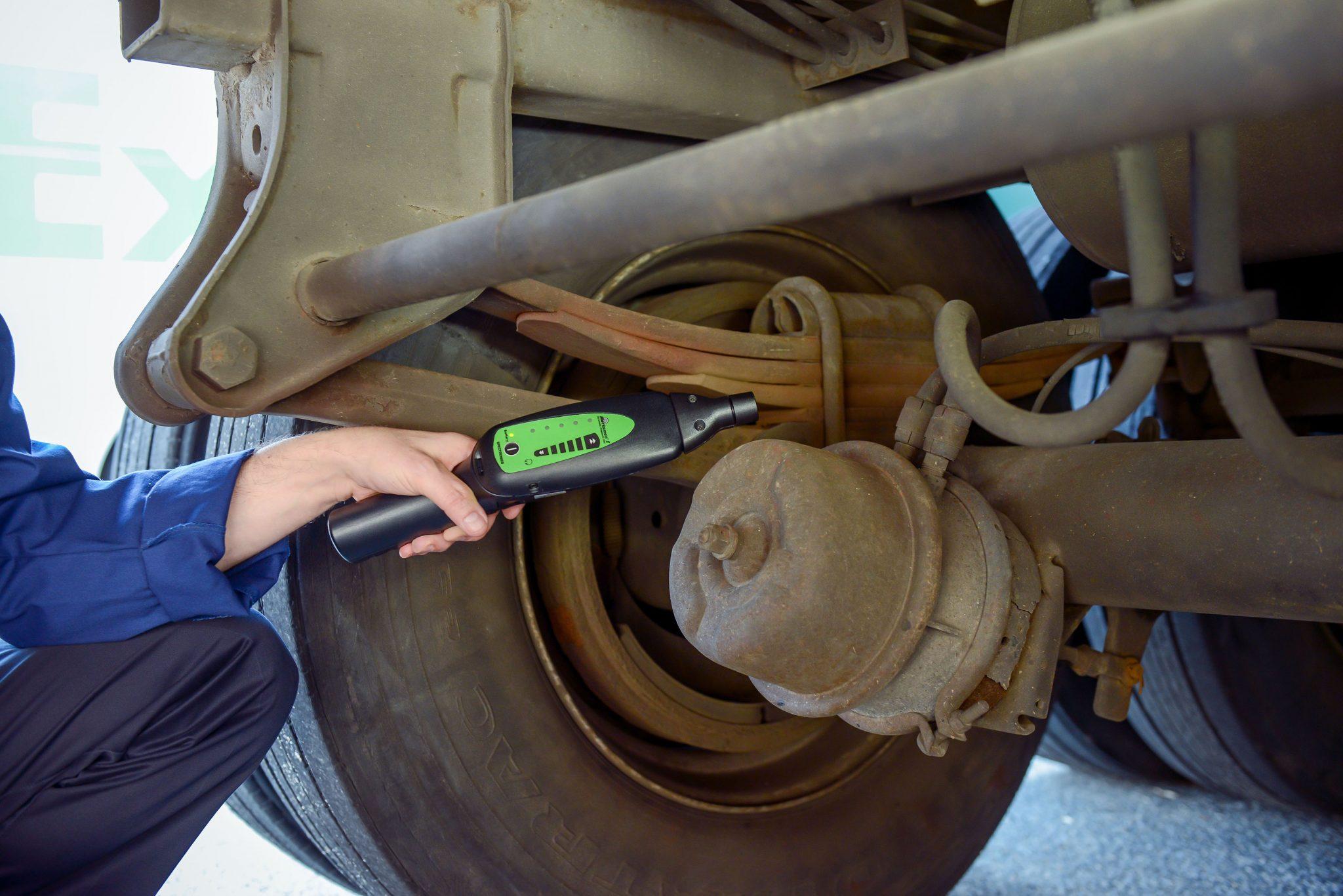 truck repair mechanics
